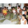 Women in Laguna, Philippines, making articles of daily use of palm tree fibres.<div class='url' style='display:none;'>/en/</div><div class='dom' style='display:none;'>kirchgemeinde.ch/en/</div><div class='aid' style='display:none;'>404</div><div class='bid' style='display:none;'>11552</div><div class='usr' style='display:none;'>235</div>