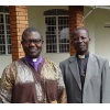 Father Fred (r), Bischof Henry Katumba Kamale<div class='url' style='display:none;'>/de/</div><div class='dom' style='display:none;'>kirchgemeinde.ch/</div><div class='aid' style='display:none;'>304</div><div class='bid' style='display:none;'>12544</div><div class='usr' style='display:none;'>235</div>